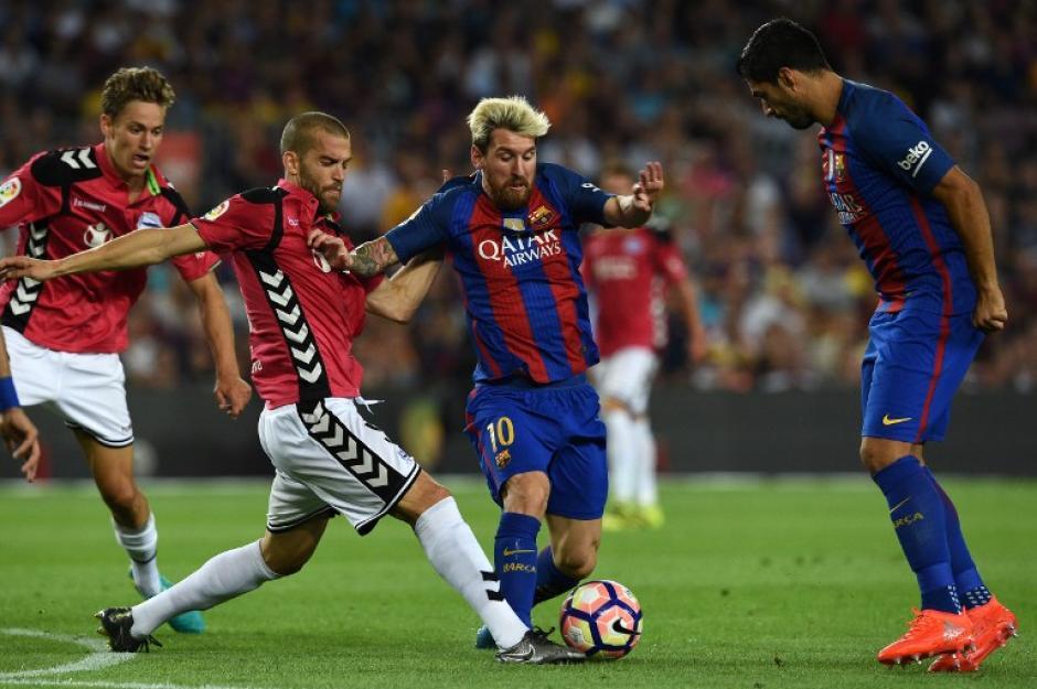 Messi entró en el segundo tiempo, pero no pudo hacer nada. (Foto: AFP)