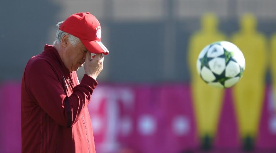 Carlo Ancelotti gesticula durante un entreno; el Bayern jugará ante el Rostov. (Foto: AFP)