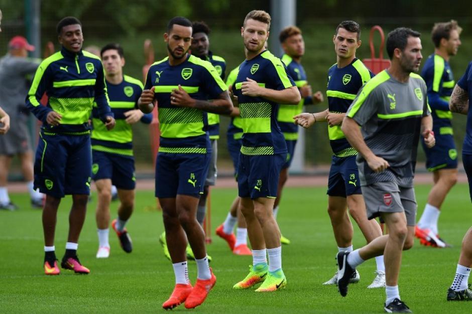 Imagen del entrenamiento del Arsenal, que enfrenta al duro PSG. (Foto: AFP)