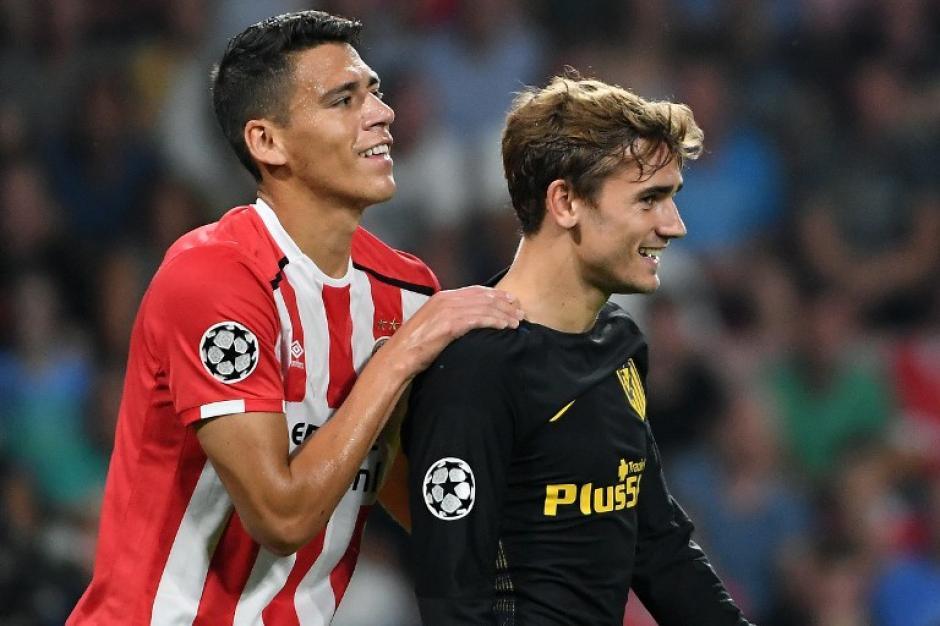 Amistosa imagen entre Héctor Moreno y Antoine Griezmann. (Foto: AFP)