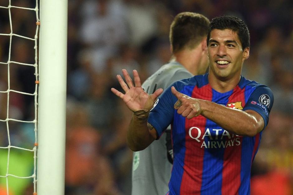 Luis Suárez tardó un poco más en marcar, pero se unió a la fiesta. (Foto: AFP)