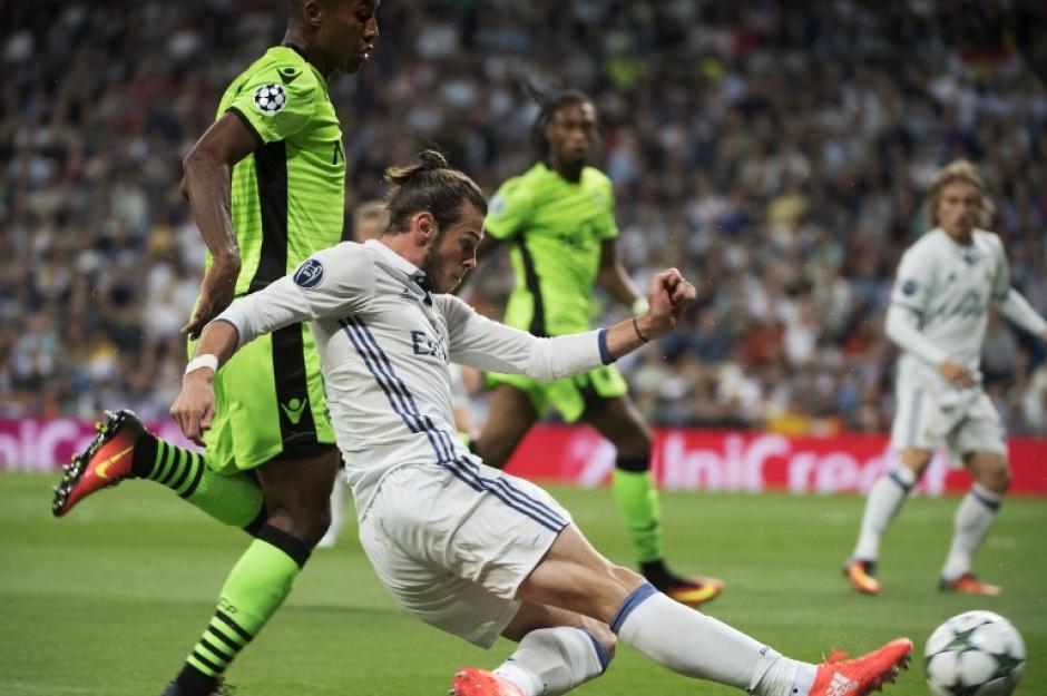 Gareth Bale sufrió un golpe y tuvo que salir (Foto: AFP)