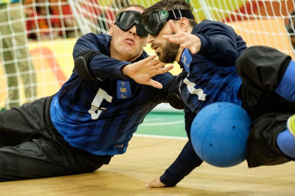 Estos atletas no videntes muestran su talento en el goalball. (Foto: AFP)
