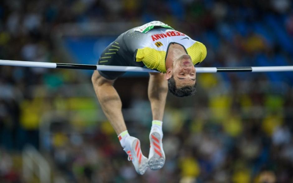 El alemán Reinhold Boetzel regaló un impresionante salto durante los Juegos Paralímpicos. (Foto: AFP)
