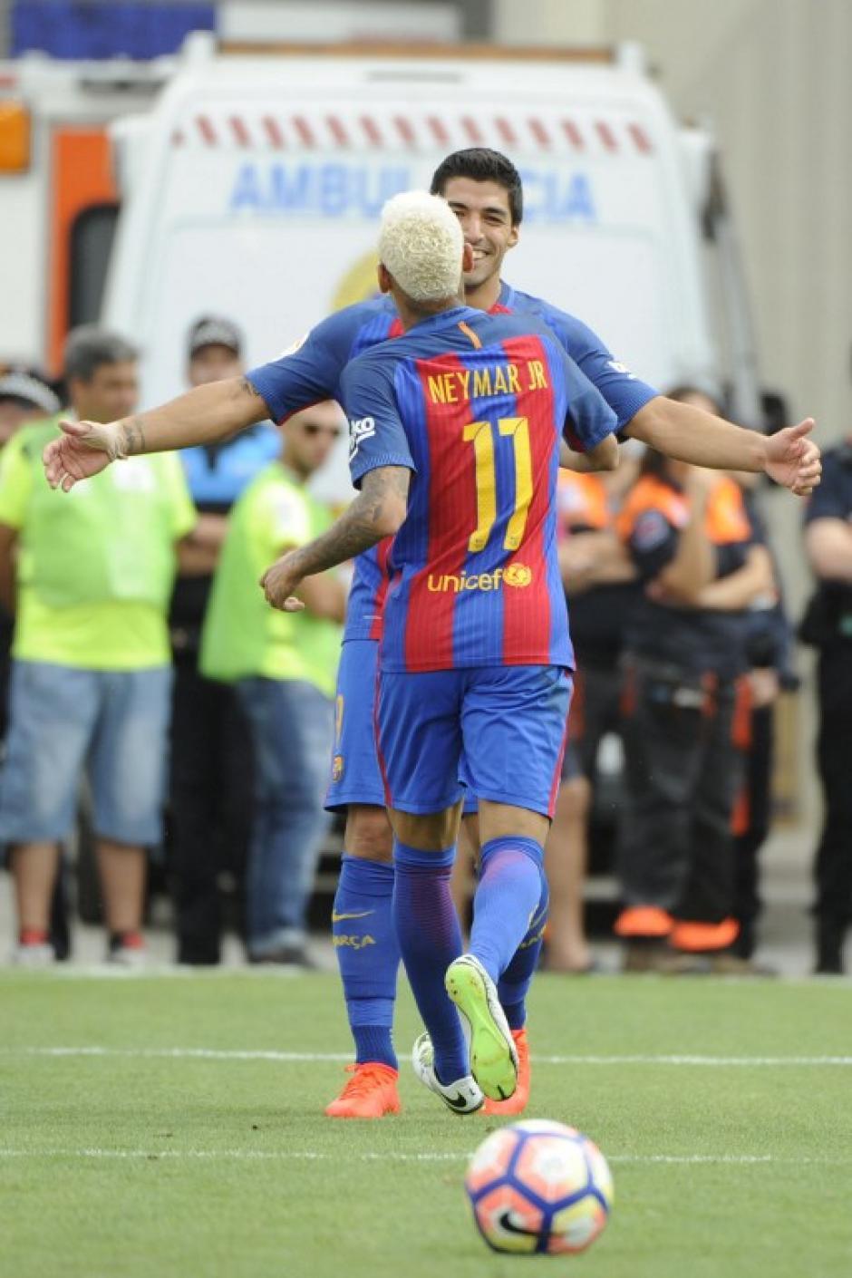 Suárez y Neymar celebran un gol ante el Leganés. (Foto: AFP)