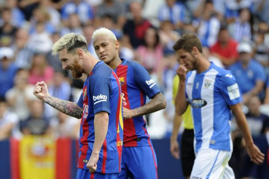 Messi festejó con el puño apretado su anotación de penal. (Foto: AFP)