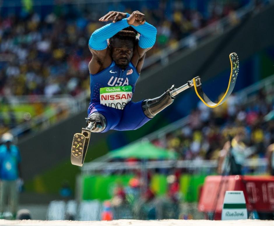 Regas Woods, de Estados Unidos, compitió en salto largo (categoría de amputados) en los Paralímpicos. (Foto: AFP)