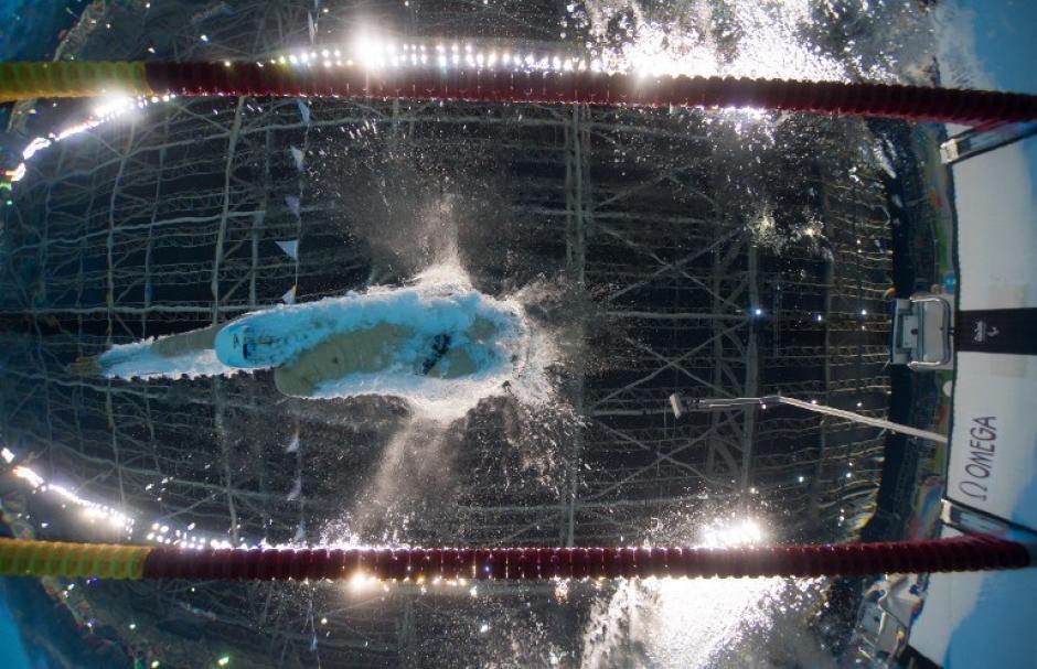 Maodang Song, de China, en plena acción en la prueba de 200 metros de natación (categoría de amputados). (Foto: AFP)
