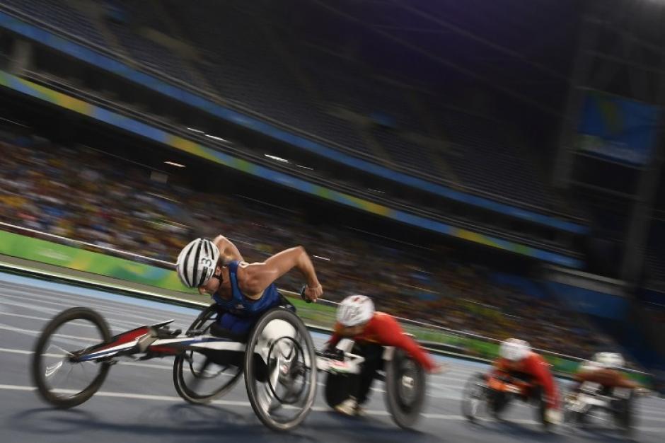 Tatyana McFadden ganó en silla de ruedas adaptadas, la competencia de 800 metros en el Estadio Olímpico, de Río de Janeiro. (Foto: AFP)