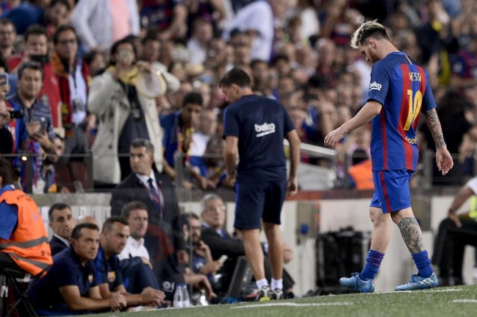 Leo dejó el partido por lesión (Foto: AFP)