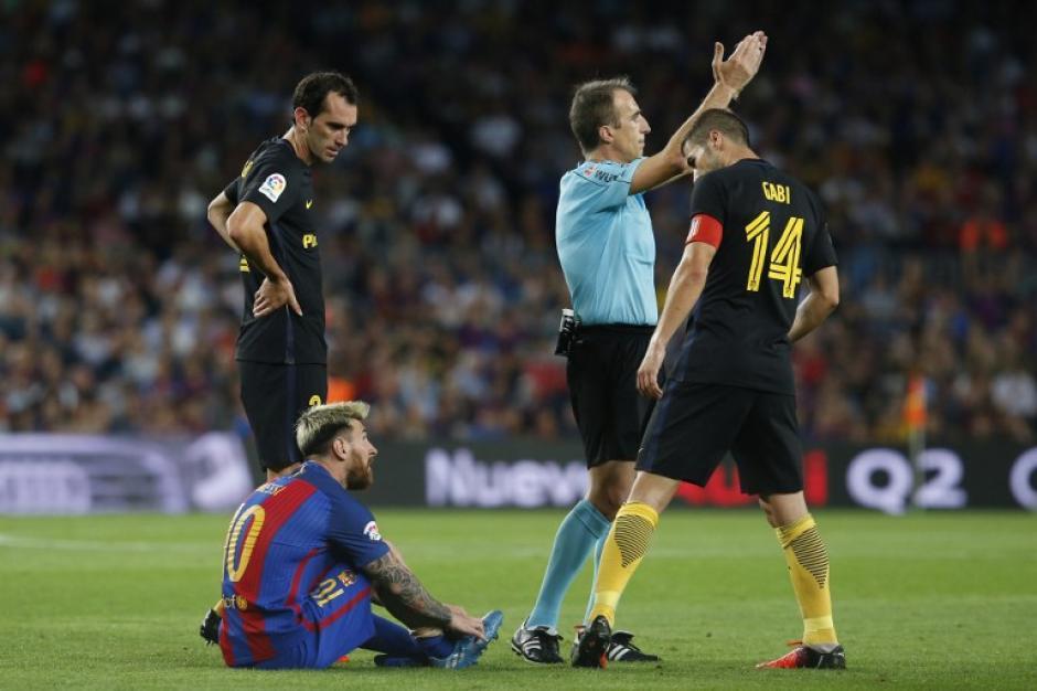 Leo se perderá seis partidos (o más) por su lesión. (Foto: AFP)