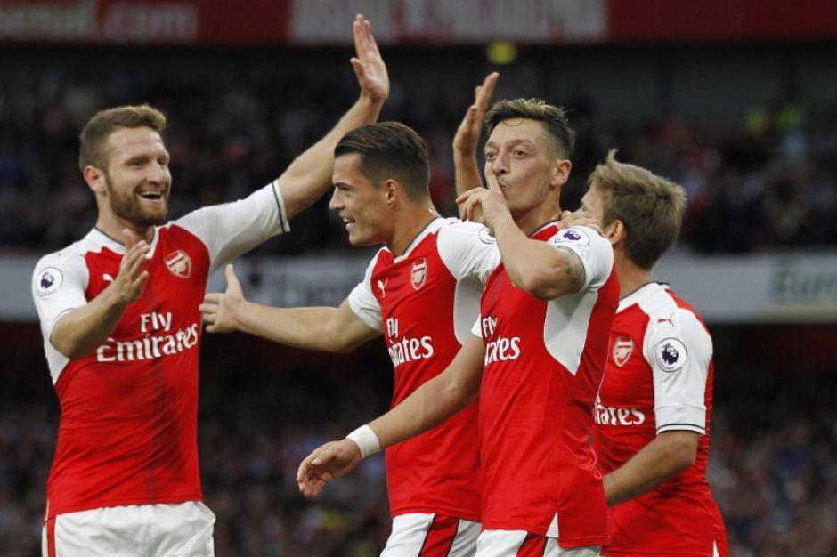 El Arsenal dio una lección de efectividad en casa del Chelsea. (Foto: AFP)