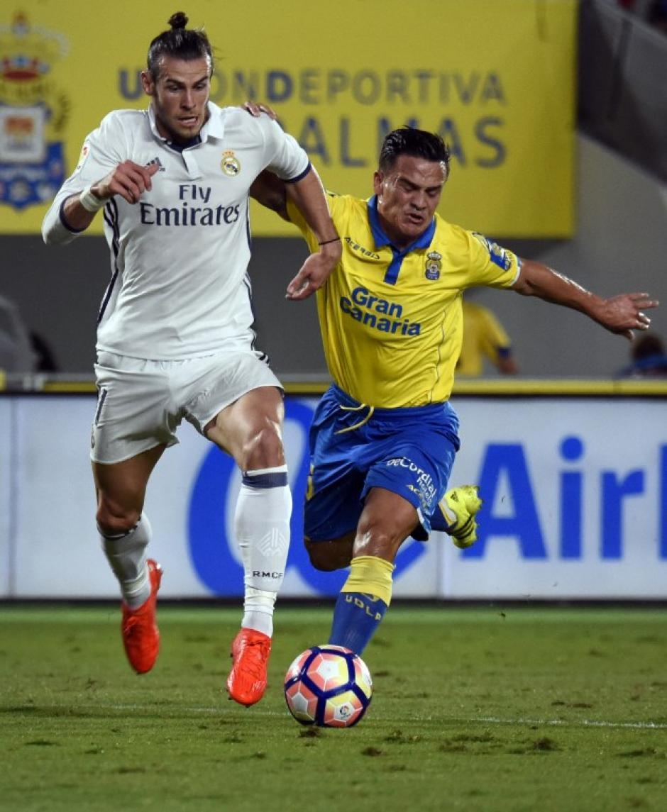Gareth Bale intentó desequilibrar en el medio campo. (Foto: AFP)