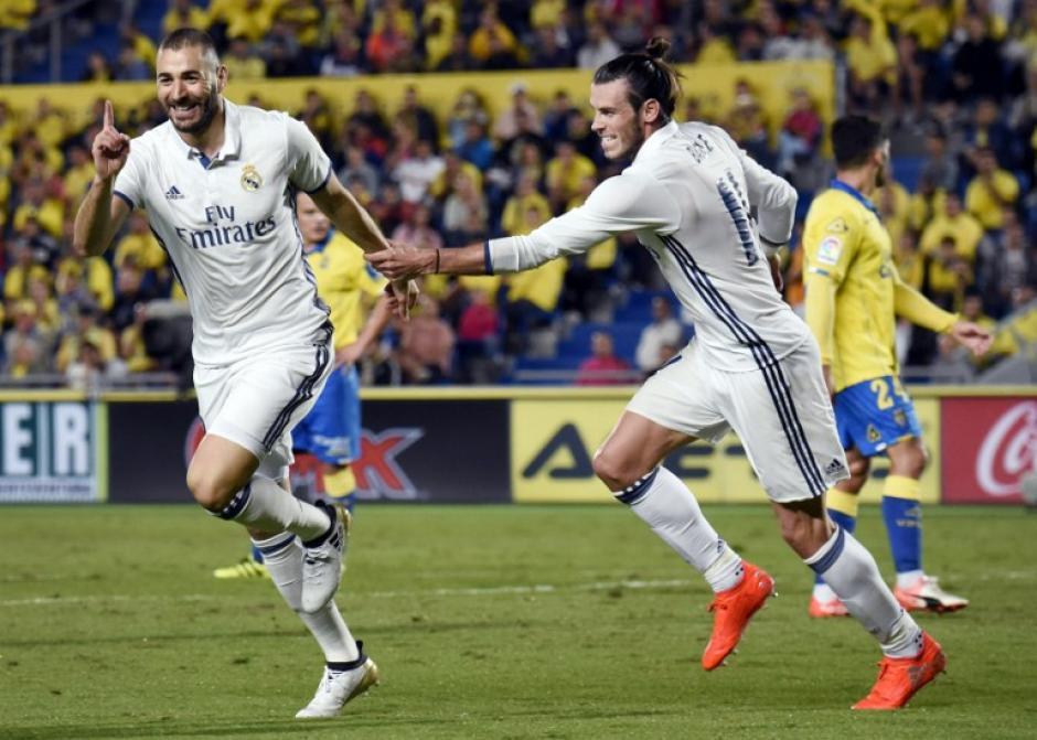 Benzema celebró así, el segundo gol del Madrid. (Foto: AFP)