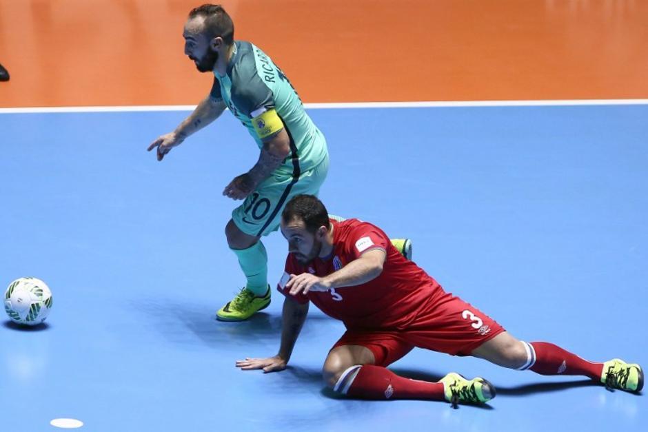 Ricardinho hizo un golazo y puso a Portugal en semifinales del Mundial. (Foto: AFP)