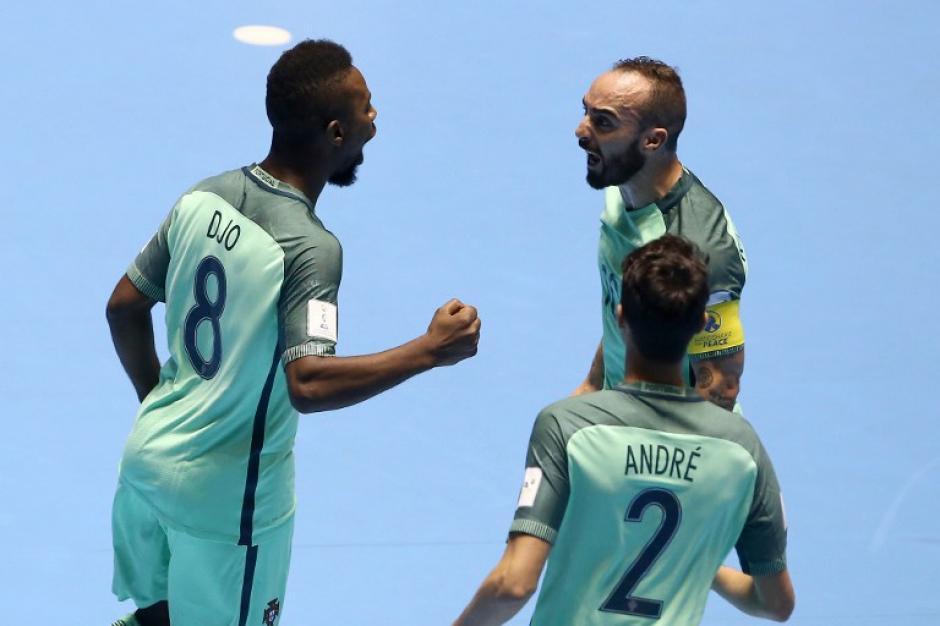 Los portugueses festejaron tres veces ante Azerbaiyán. (Foto: AFP)