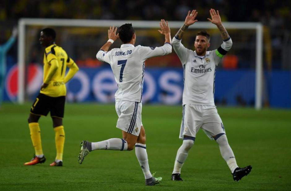 CR7 celebra su gol con Sergio Ramos. (Foto: AFP)