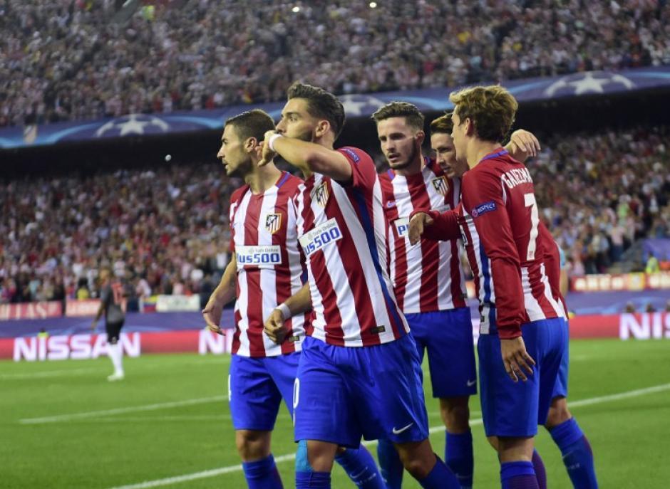 Los jugadores del Atleti celebran el gol de Carrasco. (Foto: AFP)