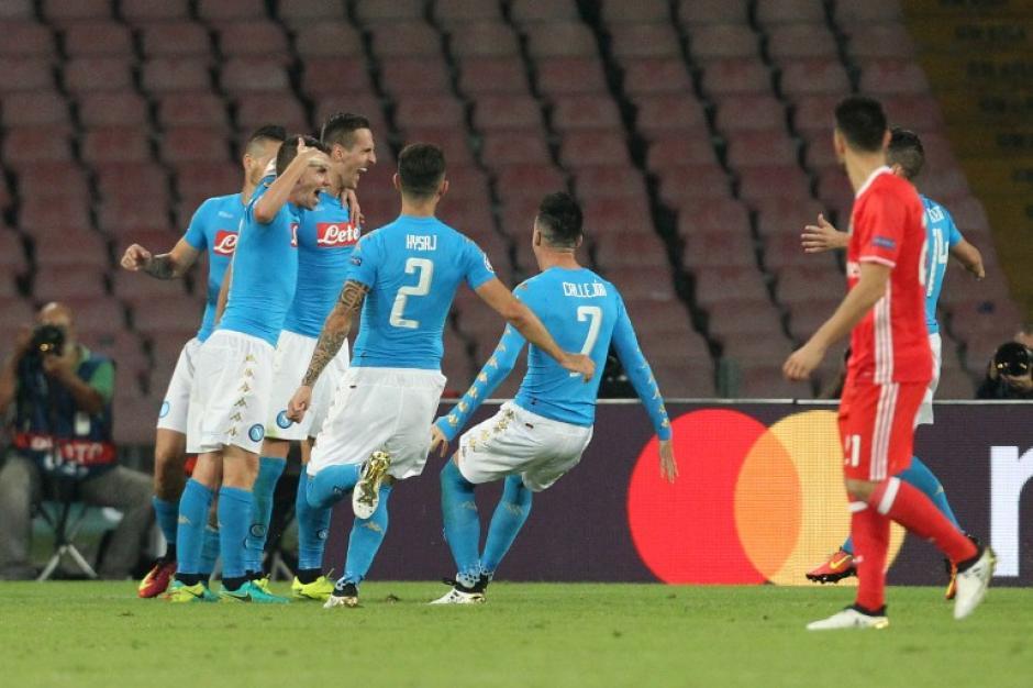 El Napoli venció 4-2 al Benfica. (Foto: AFP)
