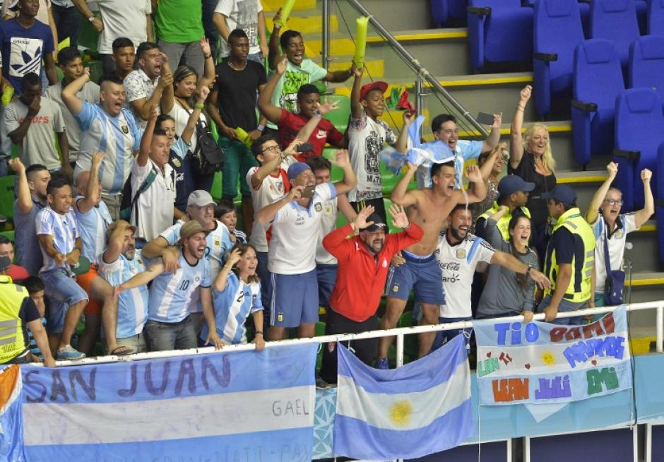 Los argentinos celebraron en Colombia su pase. (Foto: AFP)