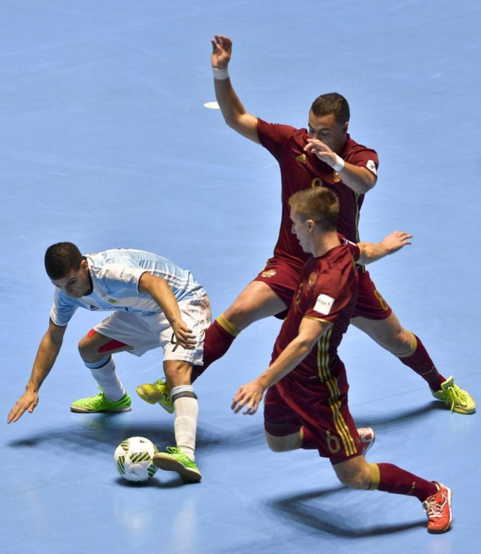 Partido disputado, se definió hasta en los últimos segundos. (Foto: AFP)
