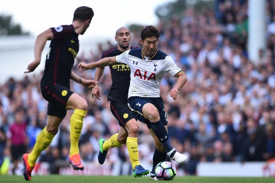 Pablo Zabaleta, en acción el pasado fin de semana ante el Tottenham. (Foto: AFP)