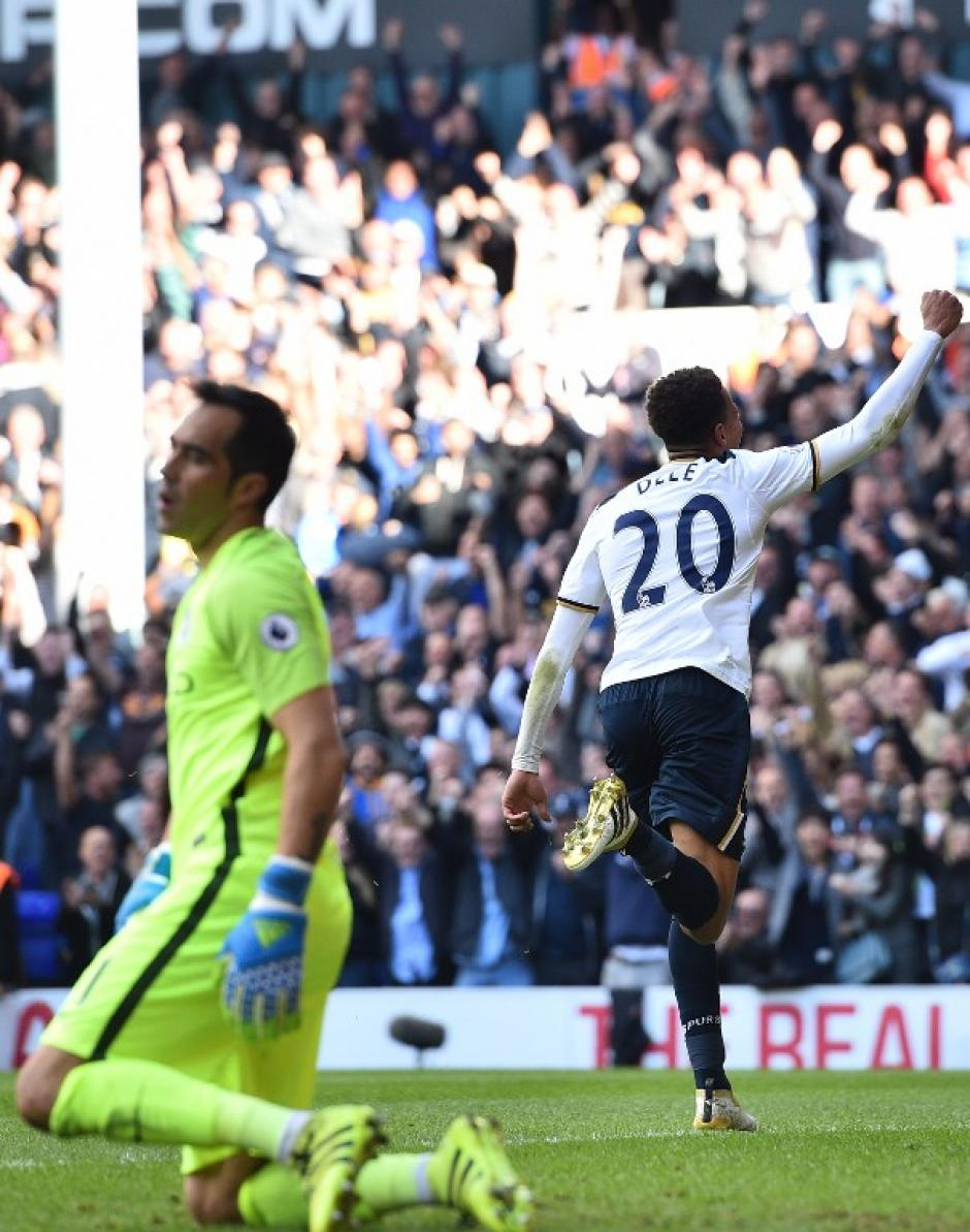 Dele Alli celebra su gol, el segundo del Tottenham. (Foto: AFP)