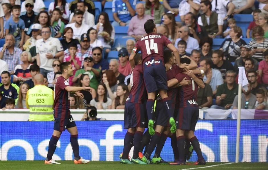 El Eibar se adelantó pronto en el Bernabéu. (Foto: AFP)