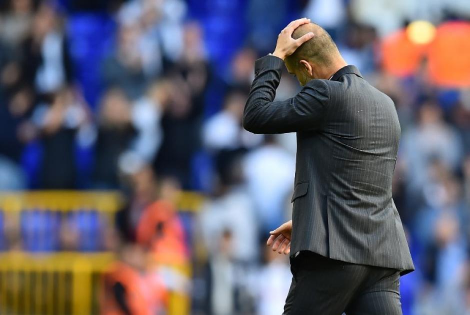 Pep se lamenta durante una fase del partido. (Foto: AFP)