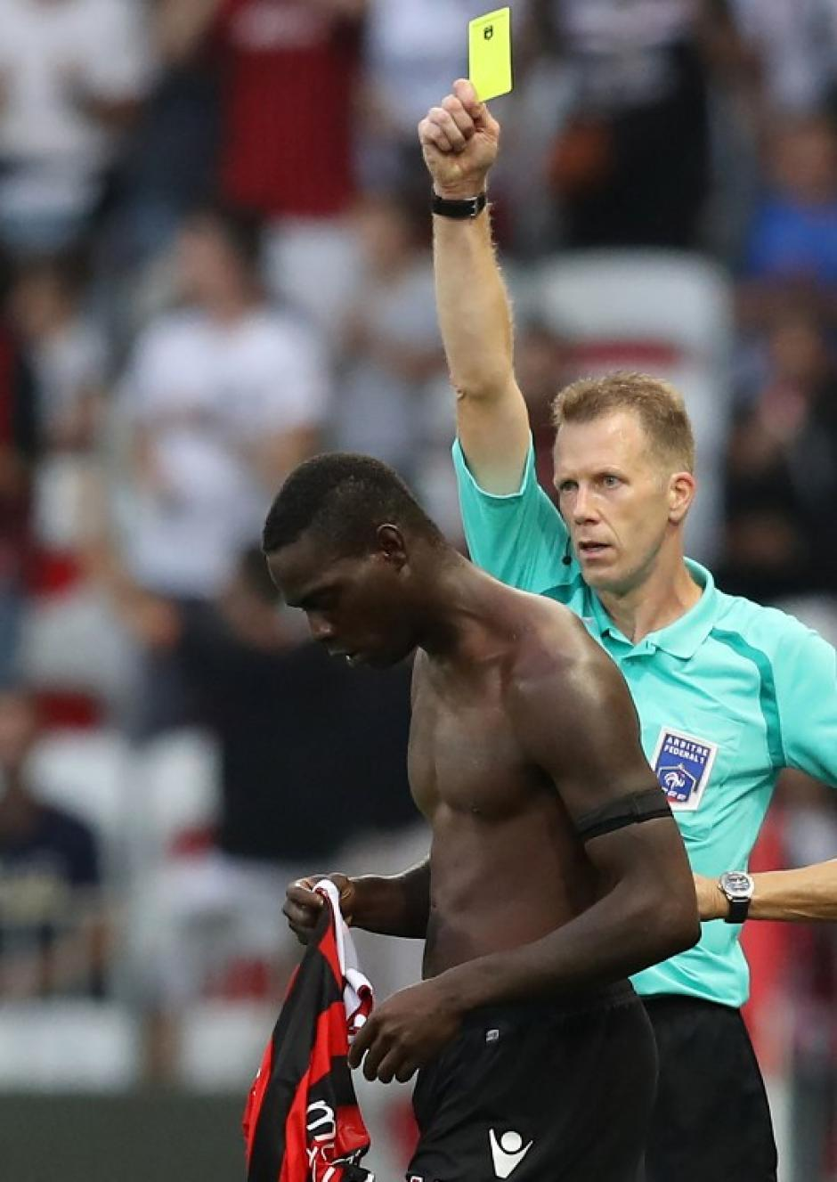 El árbitro tuvo que aplicar el reglamento. (Foto: AFP)