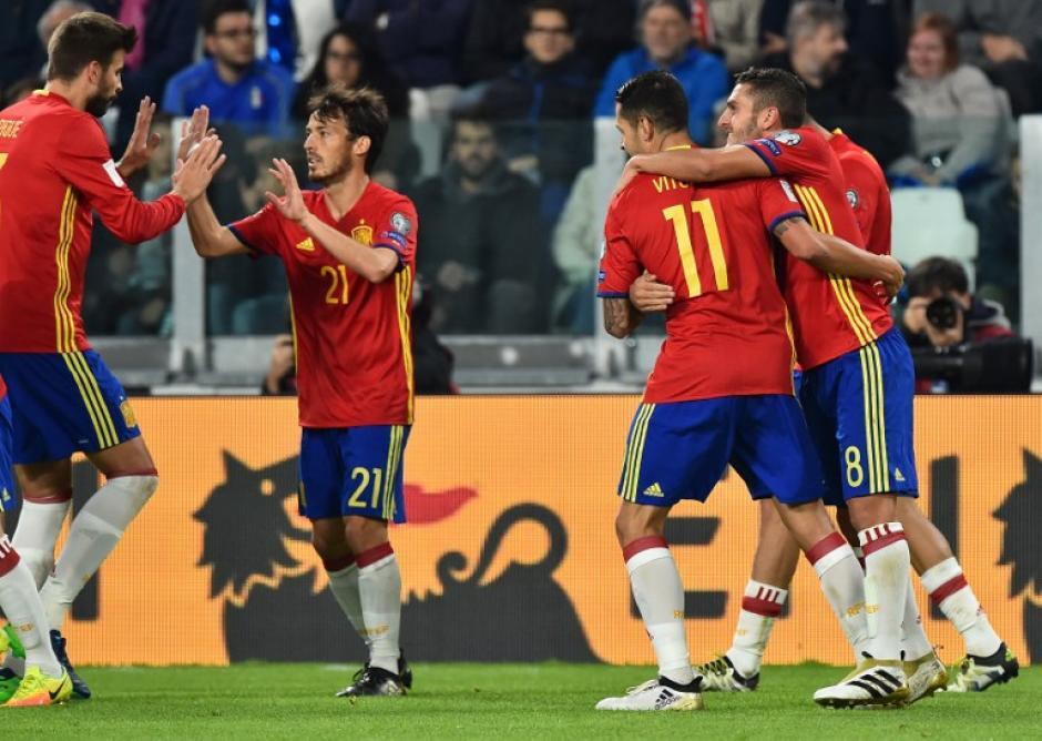España celebra el gol de Vitolo. (Foto: AFP)