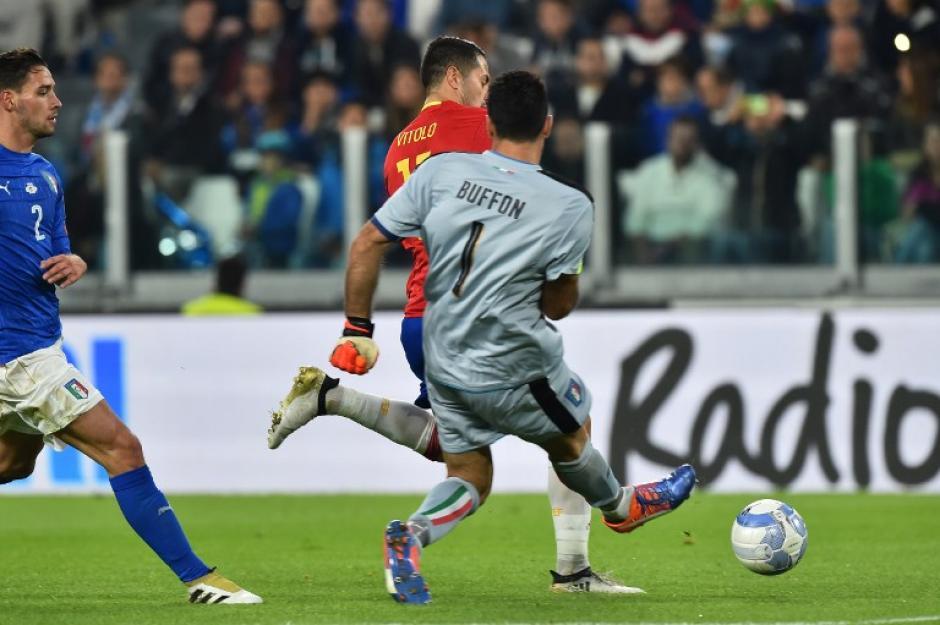 Buffon cometió un grave error para que España se adelantara. (Foto: AFP)