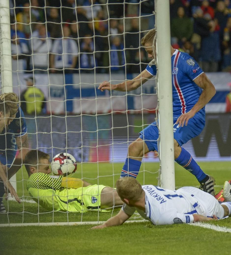 Dos goles en el descuento le dieron el triunfo a los locales. (Foto: AFP)