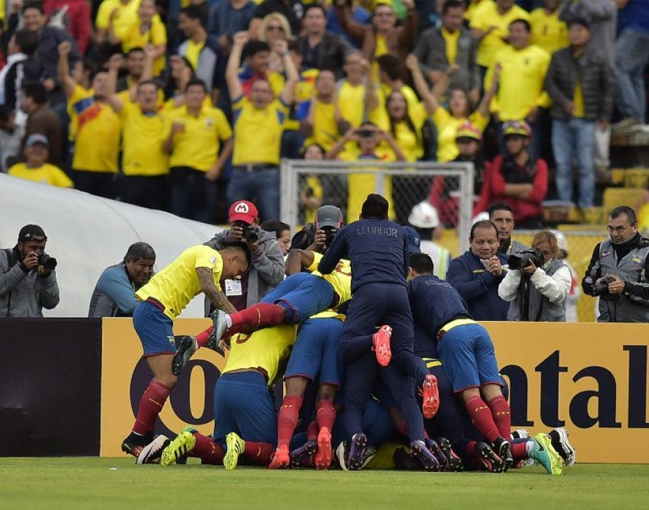 Una montaña de ecuatorianos después del gol de Caicedo. (Foto: AFP)
