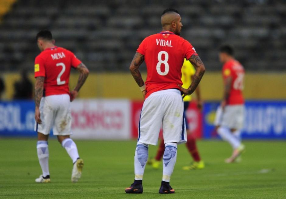 Los jugadores de Chile, cabizbajos. (Foto: AFP)