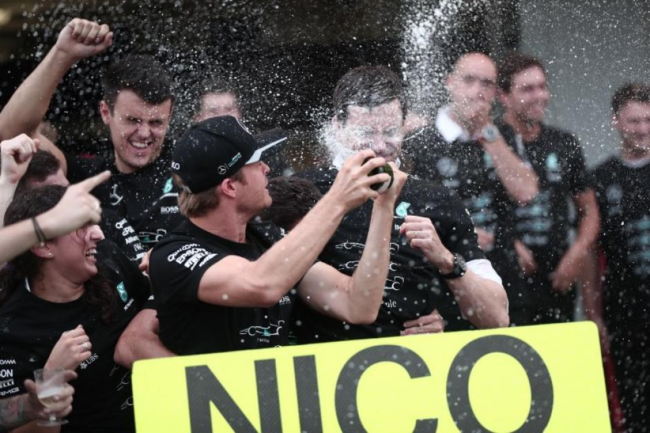 Mercedes celebra su tricampeonato. (Foto: AFP)