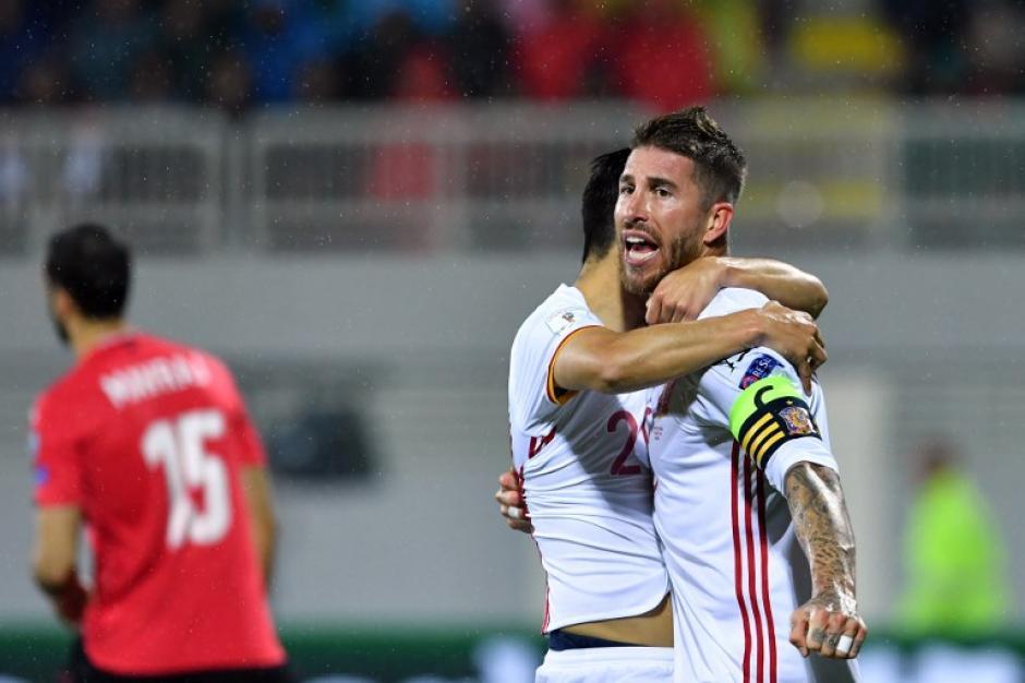 Ramos celebra uno de los goles de España. (Foto: AFP)