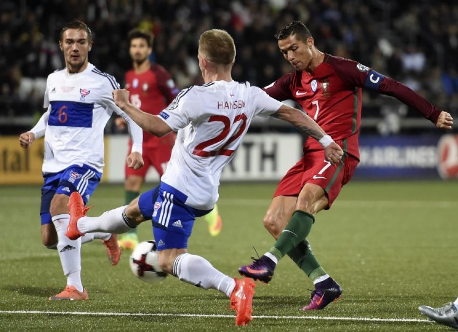 Cristiano Ronaldo metió un gol contra las Islas Faroe. (Foto: AFP)