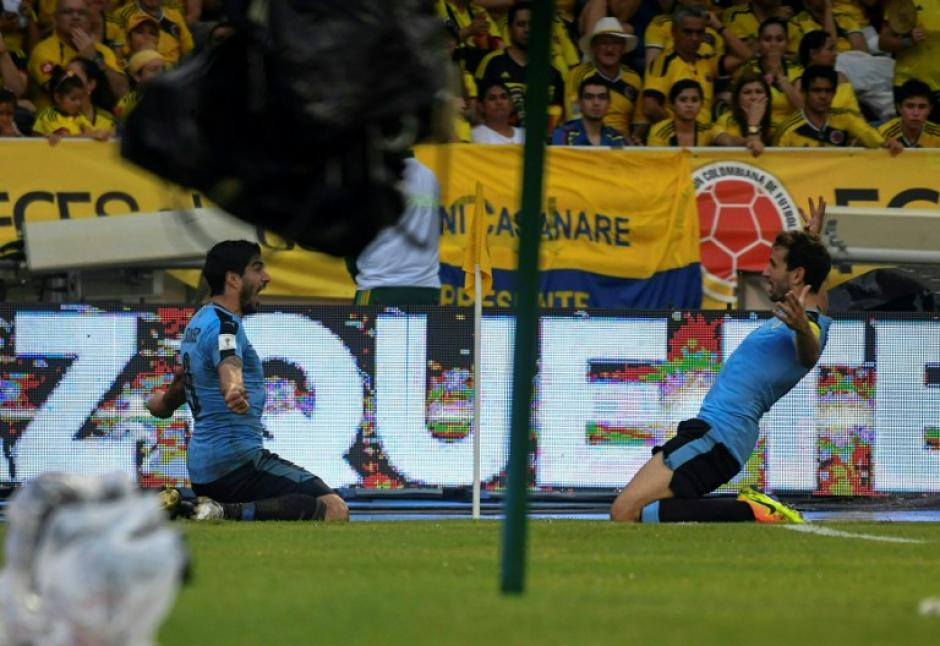 Cristhian Stuani y Luis Suárez celebran el gol. (Foto: AFP)