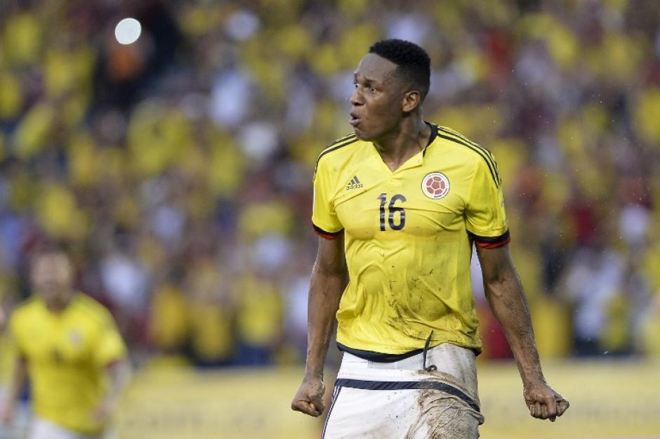 Yerry Mina celebra su golazo que le anotó esta semana a Uruguay. (Foto: AFP)
