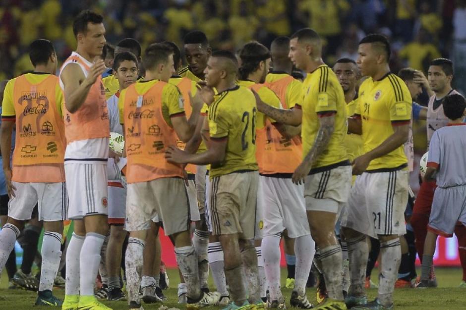 La selección de Colombia celebra después del empate ante Uruguay. (Foto: AFP)