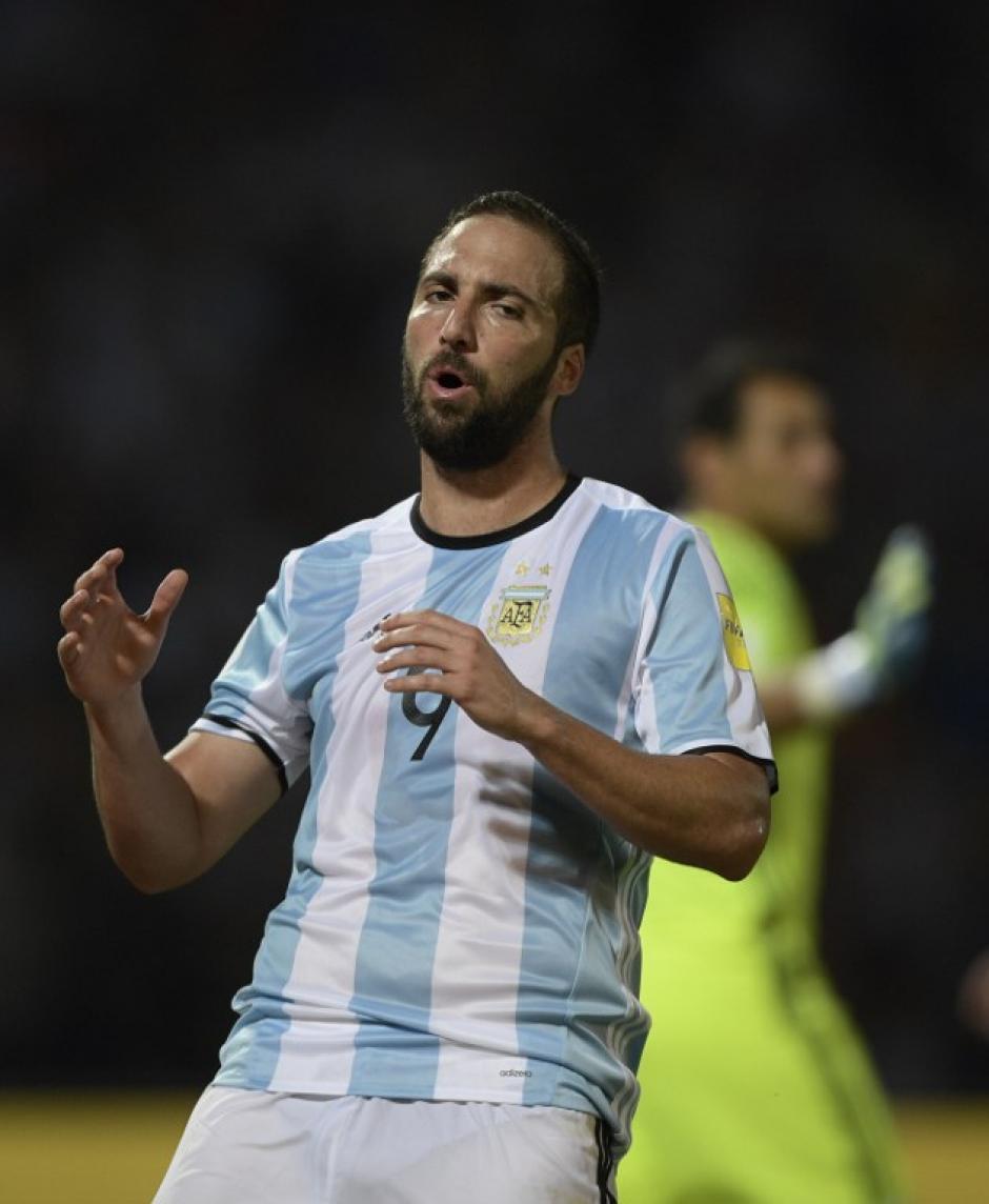 Gonzalo Higuaín no tuvo un buen día. (Foto: AFP)