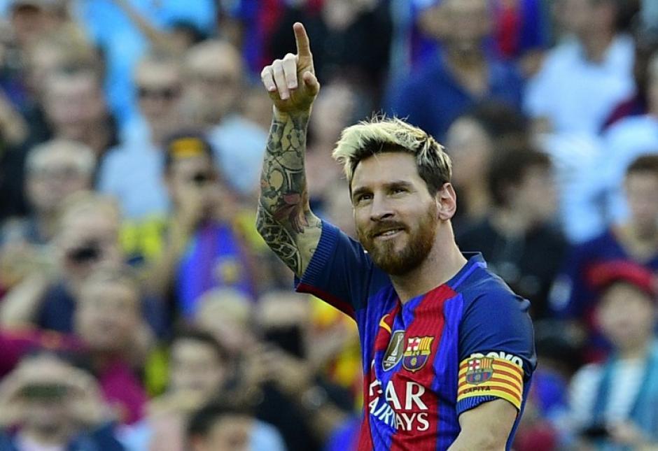 Leo celebra su gol, a los tres minutos de volver al terreno de juego. (Foto: AFP)