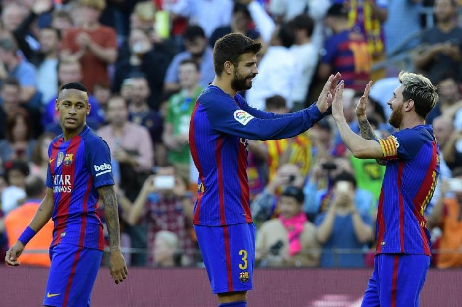 Piqué felicita al capitán blaugrana tras su regreso. (Foto: AFP)