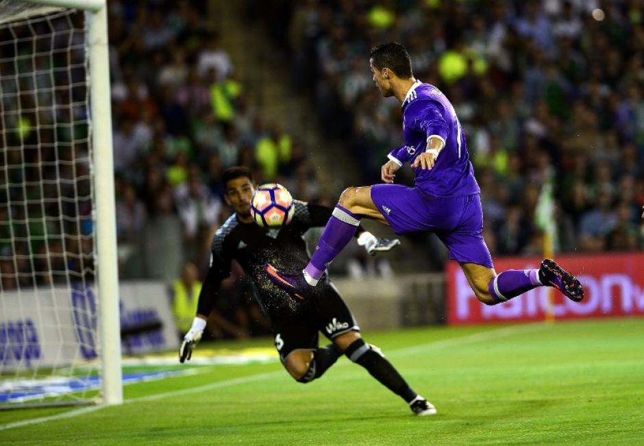 Real Madrid igualó al Atlético de Madrid con 18 puntos en la Liga. (Foto: AFP)