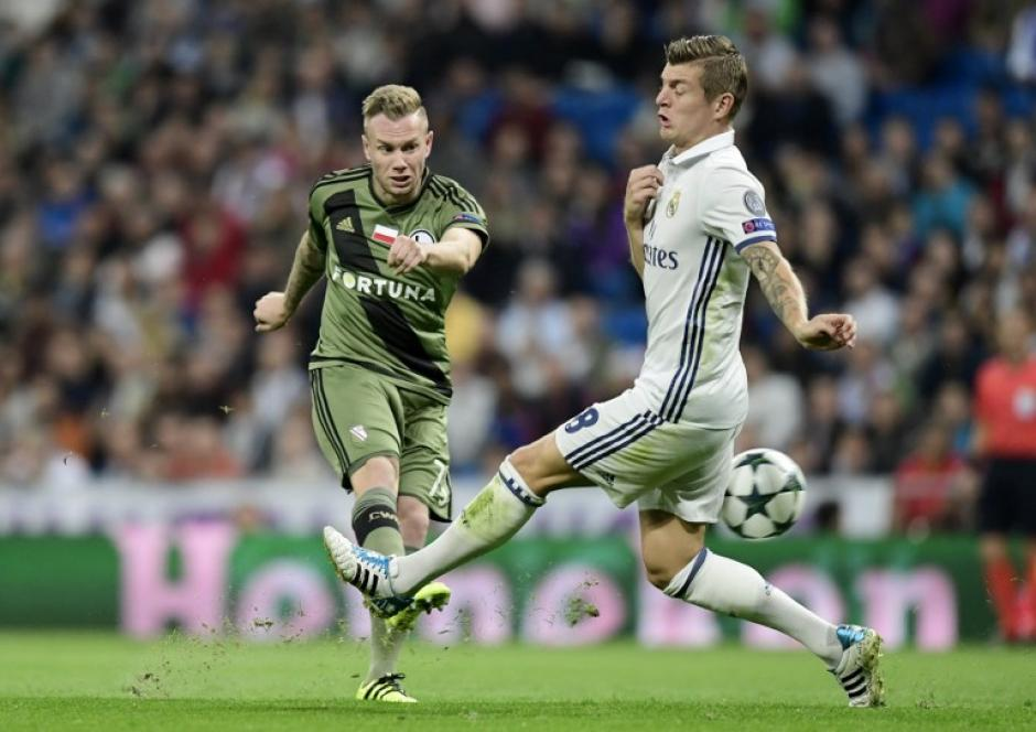 Toni Kroos, el cerebro del Real Madrid, también nutre este nuevo listado. (Foto: AFP)