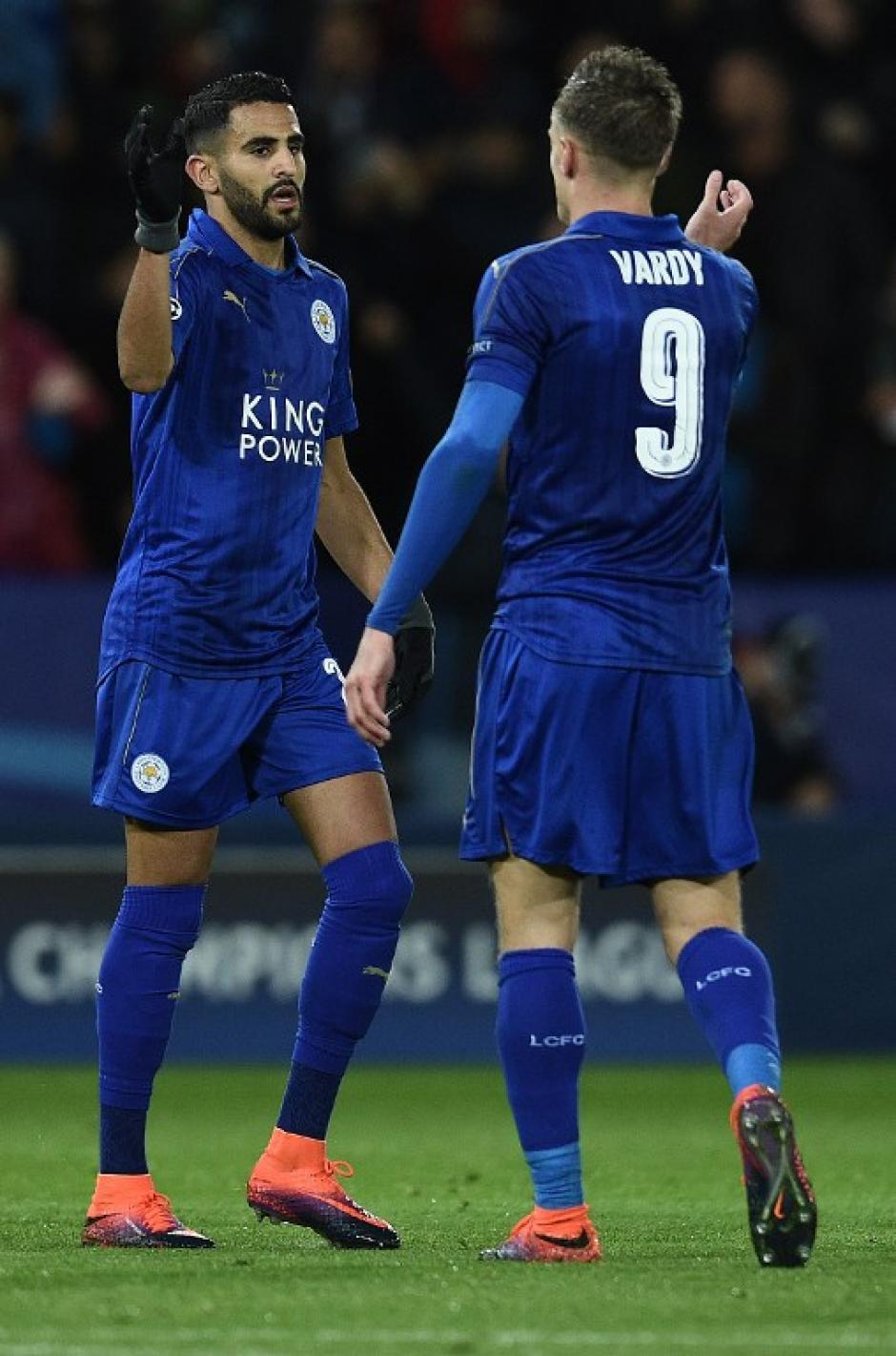 Mahrez y Vardy, los destacados del sorprendente Leicester City. (Foto: AFP)