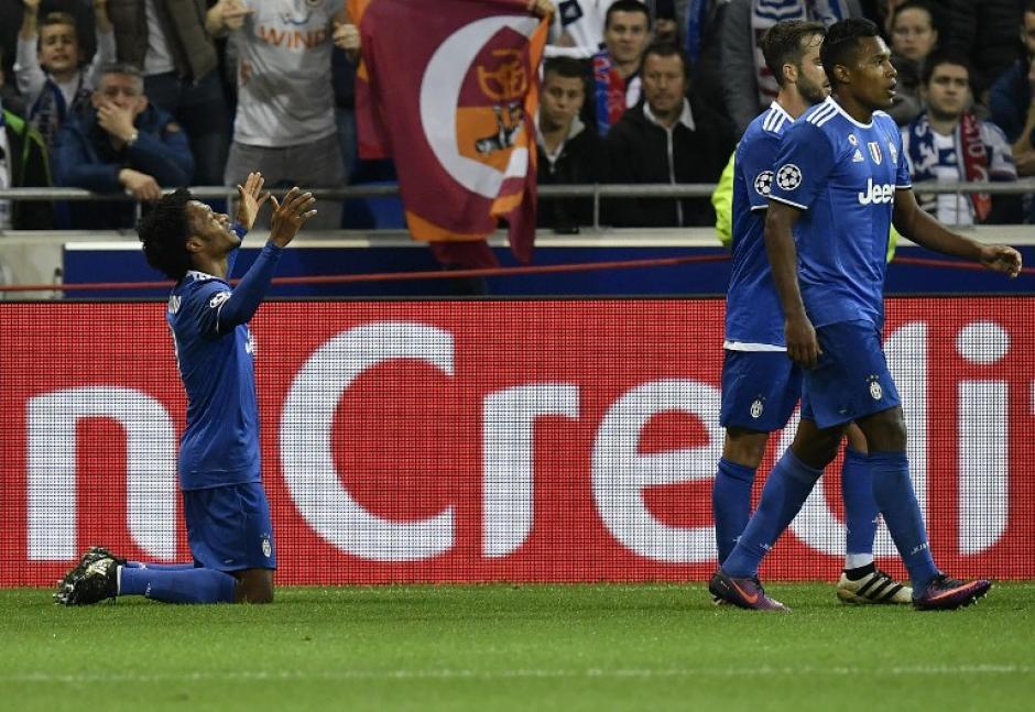 El gol de Cuadrado llegó con uno menos. (Foto: AFP)