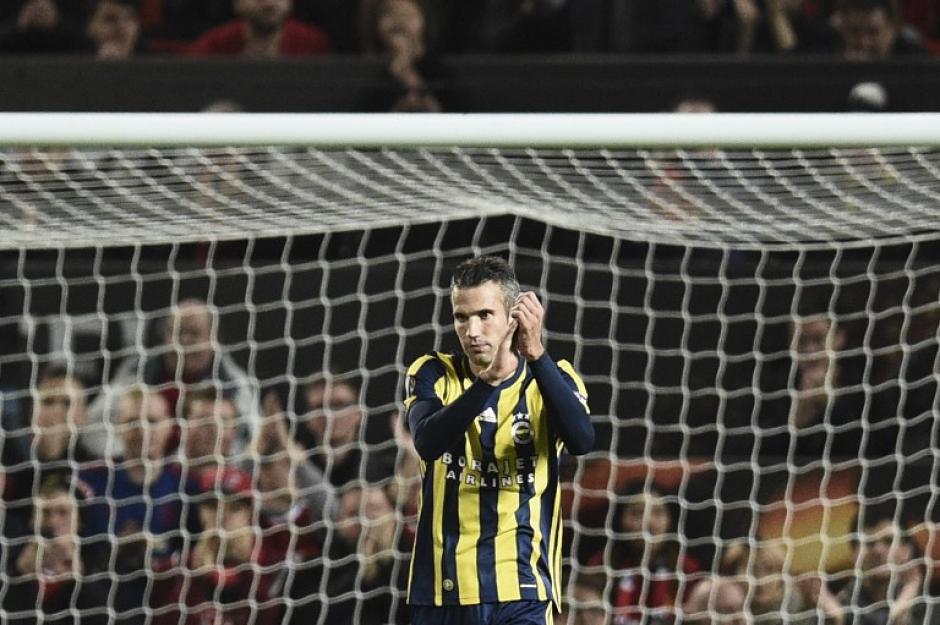 El holandés marcó un gol y ambas aficiones lo aplaudieron. (Foto: AFP)