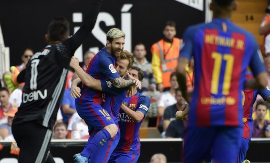 Messi marcó doblete en el triunfo de Barcelona sobre Valencia. (Foto: AFP)